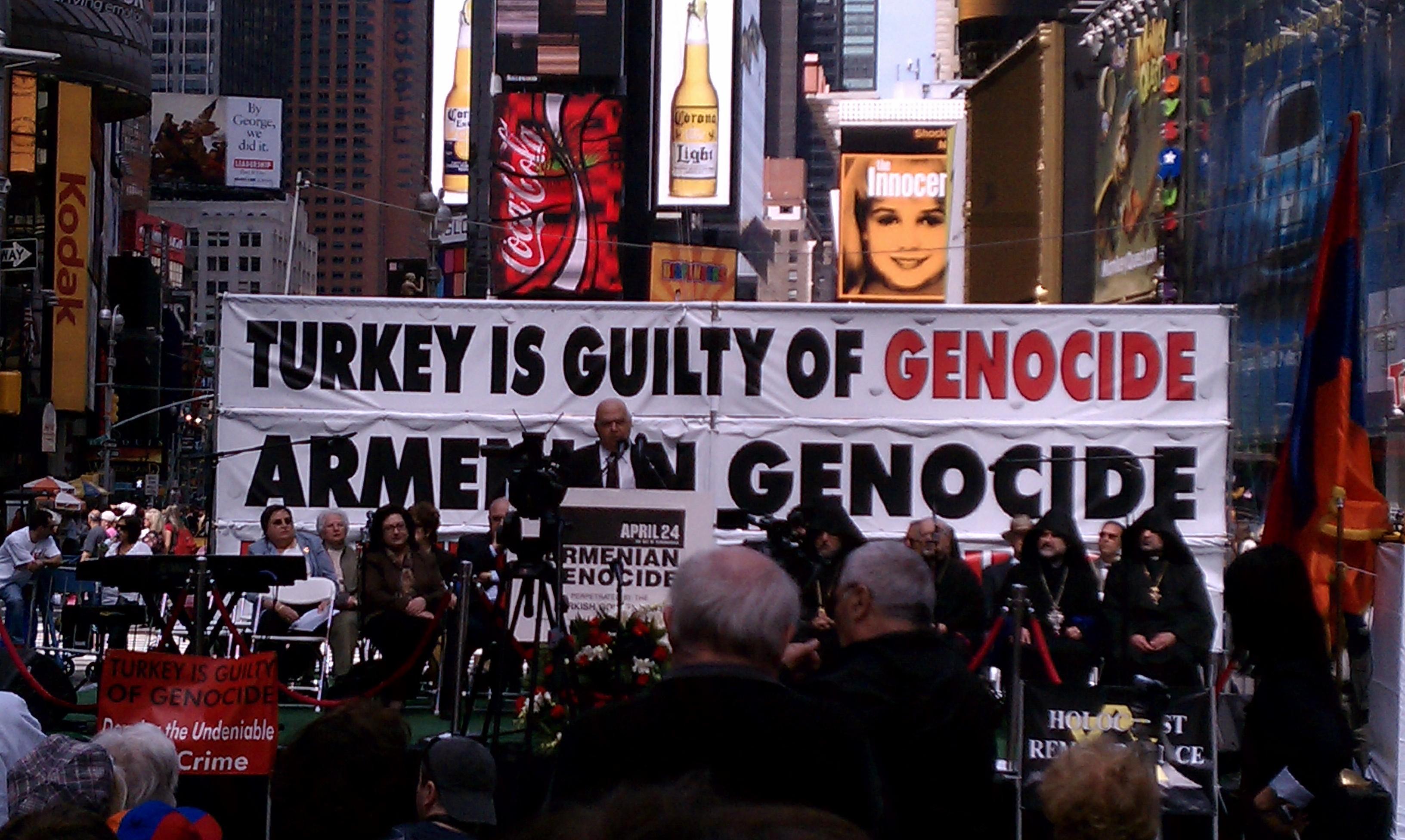 Birçok Amerikalı için 'Ermeni Soykırımı' ifadesi korkunç insani acıları değil, çileden çıkaran, göz döndürücü bir lobicilik ve siyasi pazarlık masalı. Bu konuyla alakalı sunulan herhangi bir yasa tasarısı için kongredeki bazı oyları sağlama almak demek, kaçınılmaz olarak, Osmanlı Ermenilerinin hatırasını, onu kongrenin gündemindeki diğer meselelere ilintilendirerek ucuzlatmak demek.
