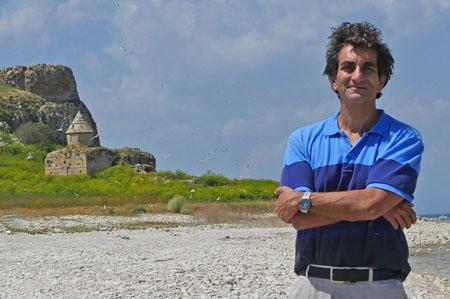 Matthew Karanian, Van Gölü'ndeki Gduts Adası'nda.