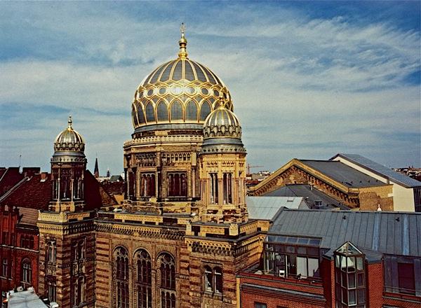 Berlin'deki 'Neue Synagoge'