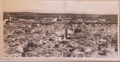İlk fotoğraf, 1913 tarihinde Van'ın şehir merkezi. İkincisi de 1915'te yaşanan katliamlar sonrasında Van'ın şehir merkezi.