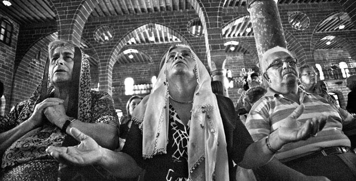 Anadolu'da Ermeniler din görevlisi bekliyor