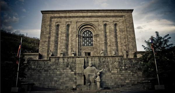 Amed'de yazılan yüzden fazla el yazmasından sadece 40'ı bugün Madenataran arşivinde yer alıyor.