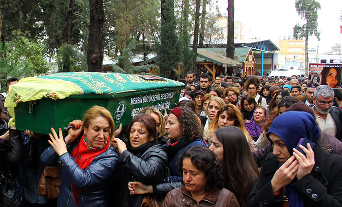 Özgecan Aslan taken to final resting place on the shoulders of women