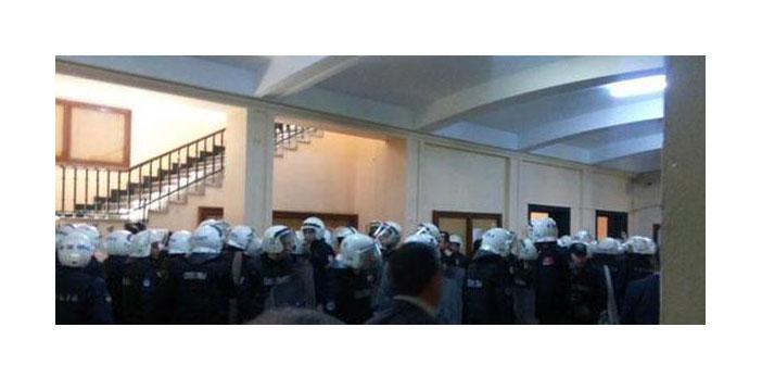 İstanbul Üniversitesi'nde öğrencilere gözaltı