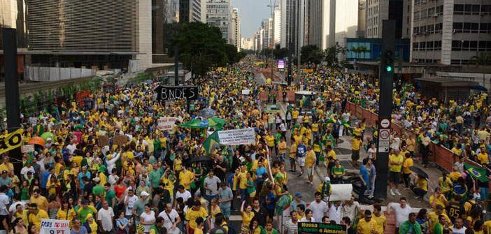 Binlerce Brezilyalıdan yolsuzluk protestosu