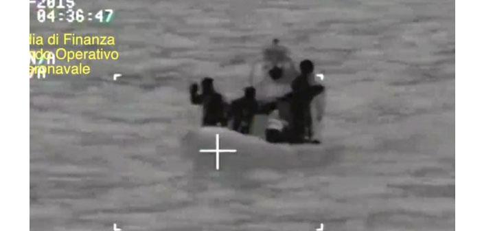 İtalya kıyılarında facia: 700 mülteciyi taşıyan gemi battı