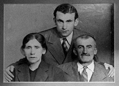 Paris Özbağ, Mihran Özbağ ve oğulları Artin Özbağ