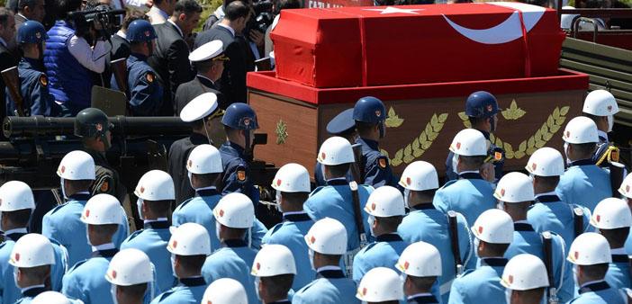 Evren'in cenazesinde 'hakkımızı helal etmiyoruz' diyen 4 kişi gözaltına alındı