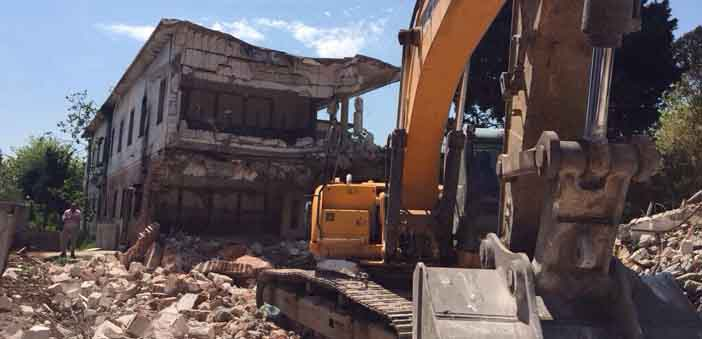 Kamp Armen demolition begins - but thwarted for now