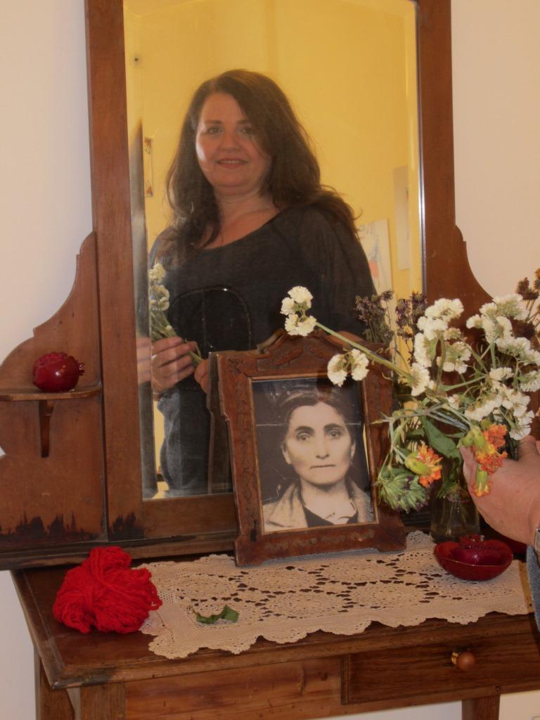Anita Toutikian ve yayası