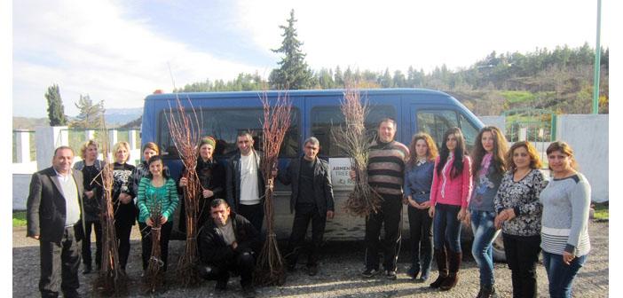 Karabağ'a sığınan Suriyeli göçmenler için meyve ağaçları dikildi