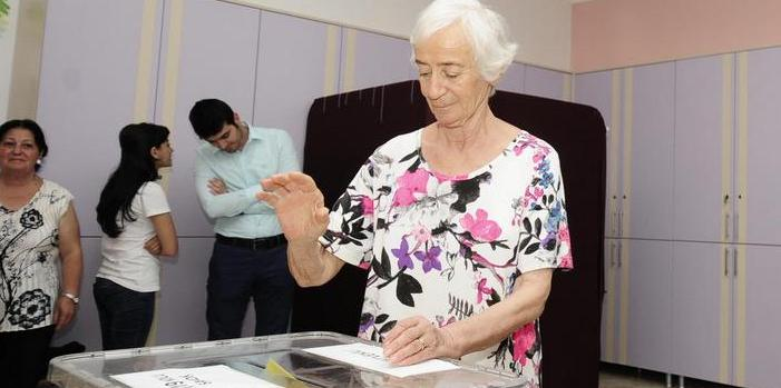 Turkey goes to polls for historical election
