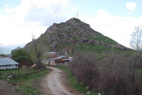 Ünlü Mihr Tapınağı'nın yer aldığı Tercan yakınlarındaki Pekeriç - Çadırkaya (Bagayariç)