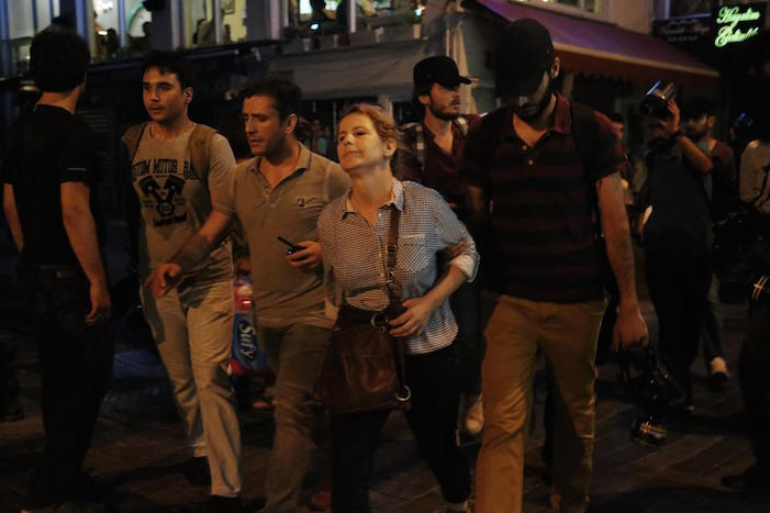 Katliam protestolarına polis müdahalesi