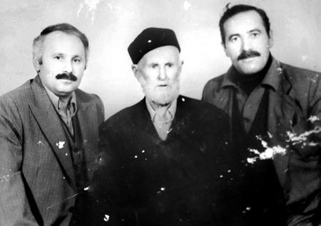 Topal Osman'ın muhafızı Genç Ağa (ortada) oğulları Hacı Bey ve Ali ile birlikte.