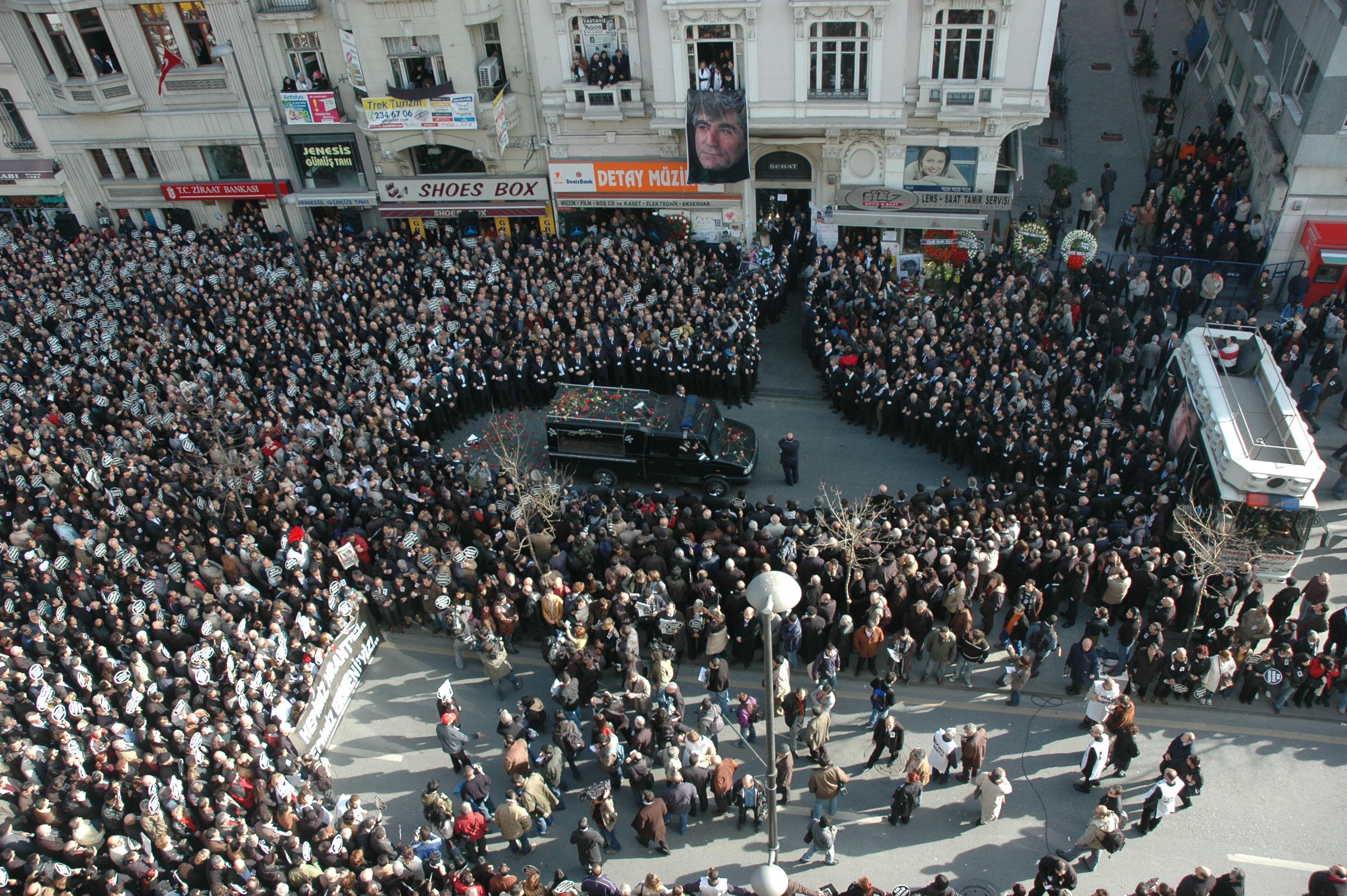 Hrant Dink'in cenazesi (Fotoğraf: Agos arşivi)