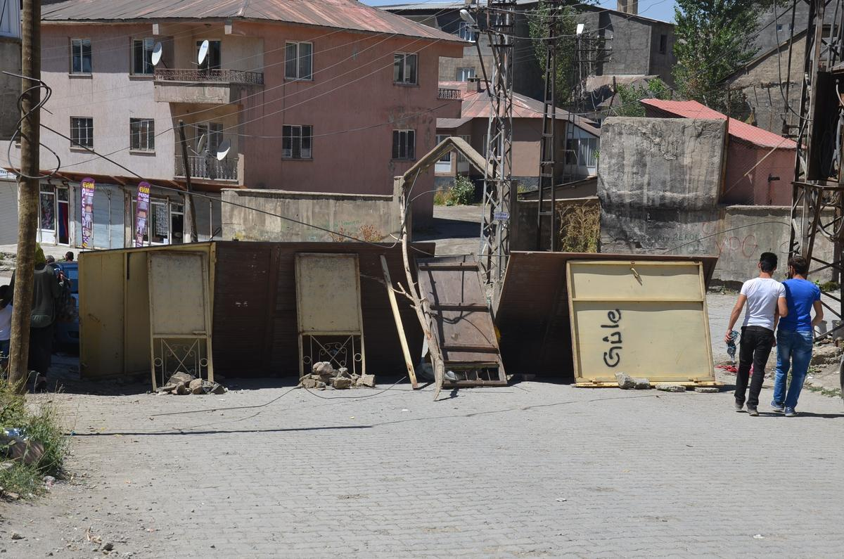 HDP'li Zeydan: Yüksekova'da üç kişi hayatını kaybetti