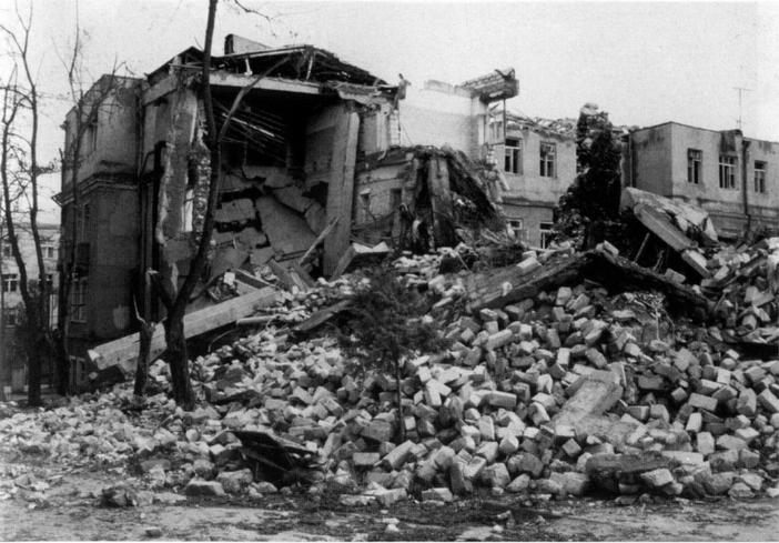 Karabağ Savaşı'nda Stepanakert şehrindeki yıkıntılar. 1992