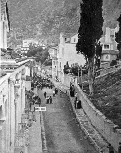 Trabzon sokaklarından bir Ermeni kafilesinin geçişi