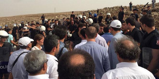 Cizre'ye yürüyen HDP'li vekiller yine engellendi