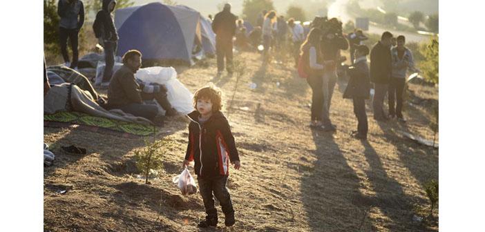 Suriyeli sığınmacılar geceyi otoyol kenarında geçirdi