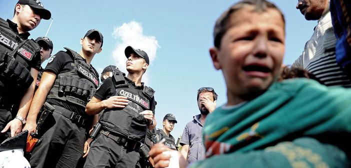 Edirne'ye doğru yürüyüşe geçen sığınmacılara polis müdahalesi