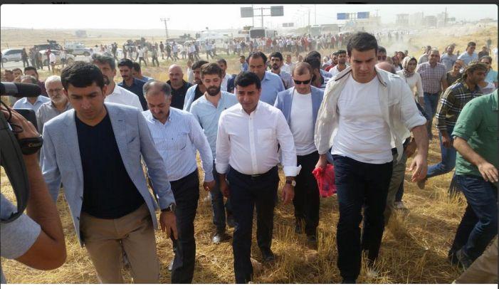 HDP'liler Cizre'ye yürüyor