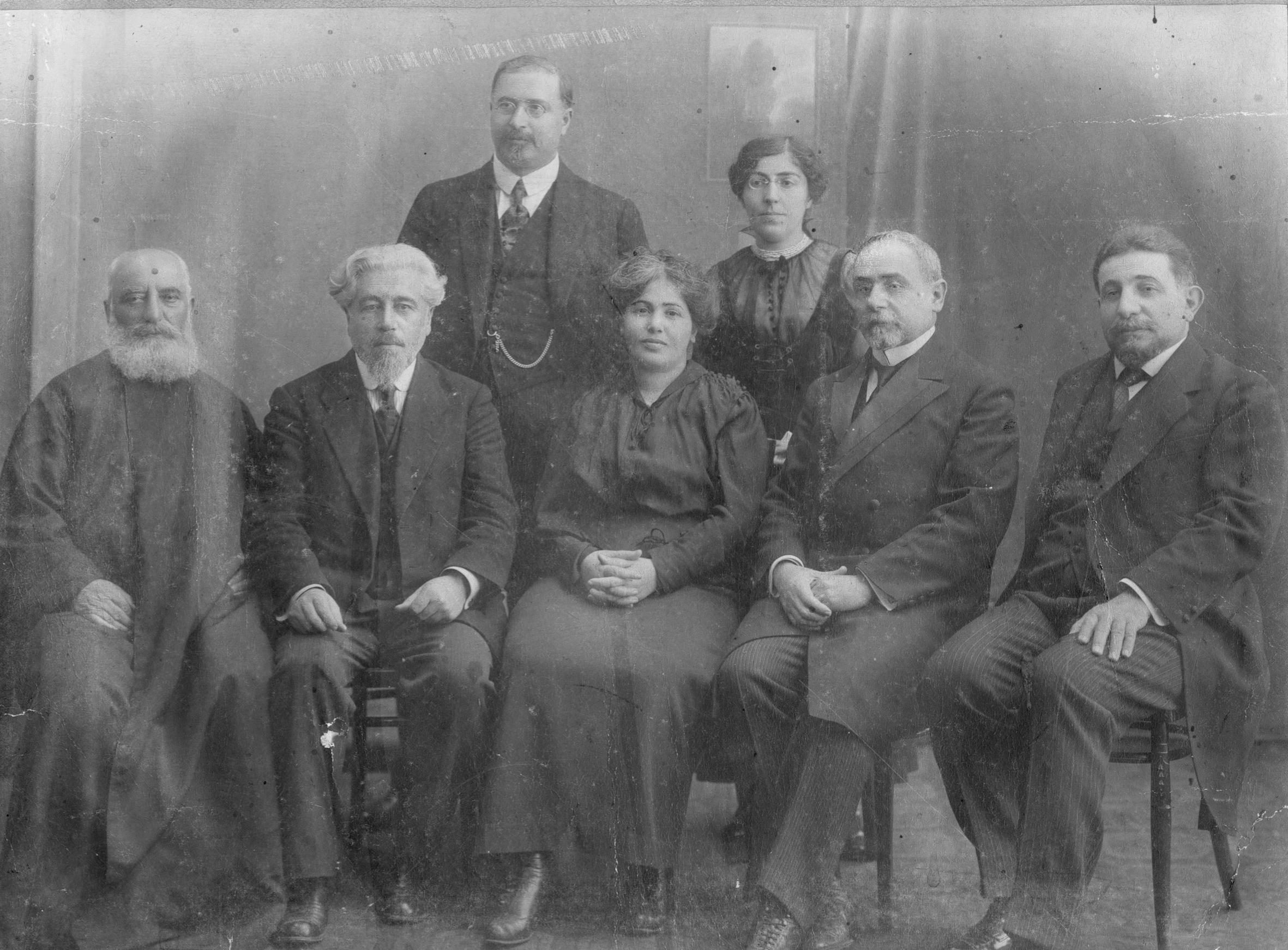 Yesayan, Adana katliamı sonrası Patrikhane'nin teftiş üyeleriyle bilrlikte.