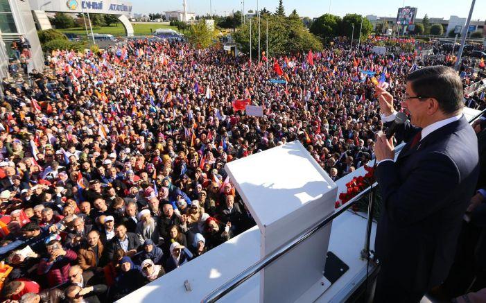 Davutoğlu - Erdoğan görüşmesi sonrası İstanbul'da miting