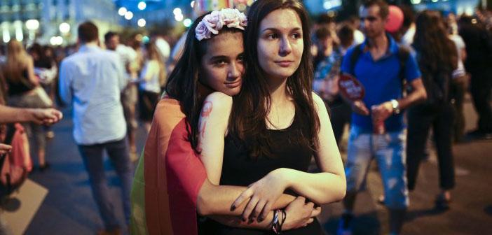 Yunanistan LGBTİ'lere sivil partnerlik hakkını resmen tanıdı