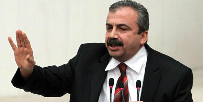Önder'den Davutoğlu'na: 'Dolmabahçe'yi siz tahsis ettiniz, Kandil'e MGK kararıyla gittik'