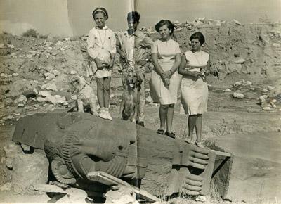 Armen Mazlumyan kız kardeşleriyle
