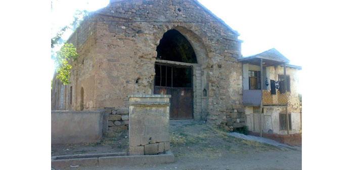 Değirmenköy'deki Ermeni kilisesi definecilerin yeni hedefi