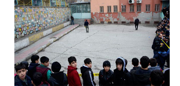 Diyarbakır'da okul bahçesinde bomba: 5 çocuk yaralandı