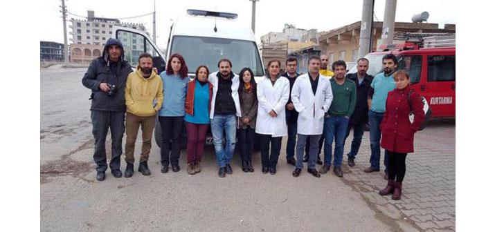 Engellenen sağlık ekibi: Yaralılar hastaneye ulaştırılana kadar Cizre'deyiz