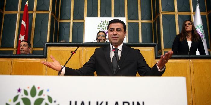 Demirtaş: 'Sur'da 200 kişiyi katlettiğinizde Kürt sorunu çözülmüş mü olacak?'