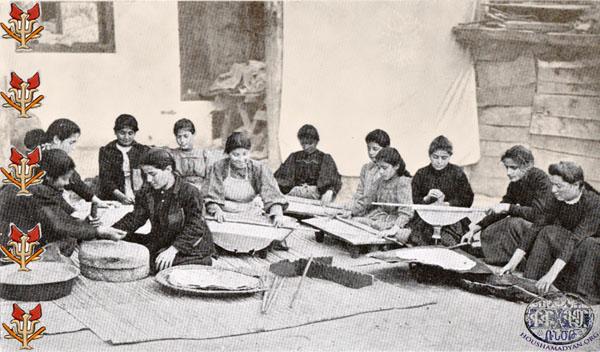 Mutfakta çalışan kızlar. FOTOĞRAF • houshamadyan.org
