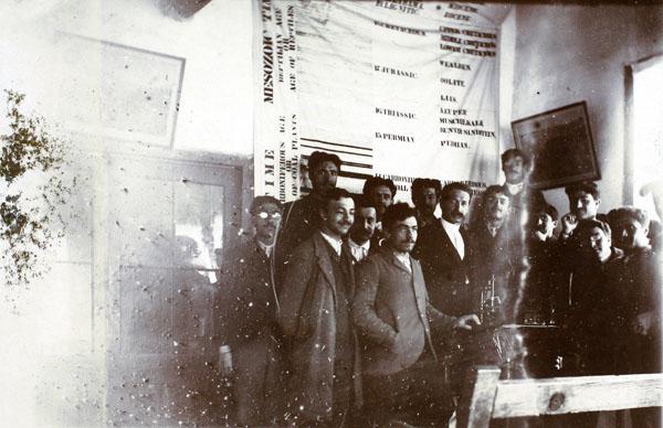 Prof. Manissadjian öğrencileriyle, Merzifon, tarihi bilinmiyor, UCC, ARIT, SALT Araştırma