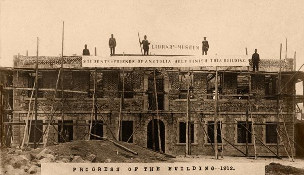 Anadolu Koleji kütüphane-müze binasının inşası, 1912