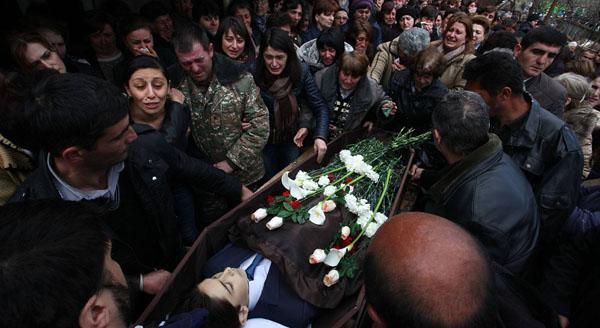 Çatışmada öldürülen 12 yaşındaki Vağarşak Grigoryan, 4 Nisan'da memleketi Martuni'de bir törenle toprağa verildi.