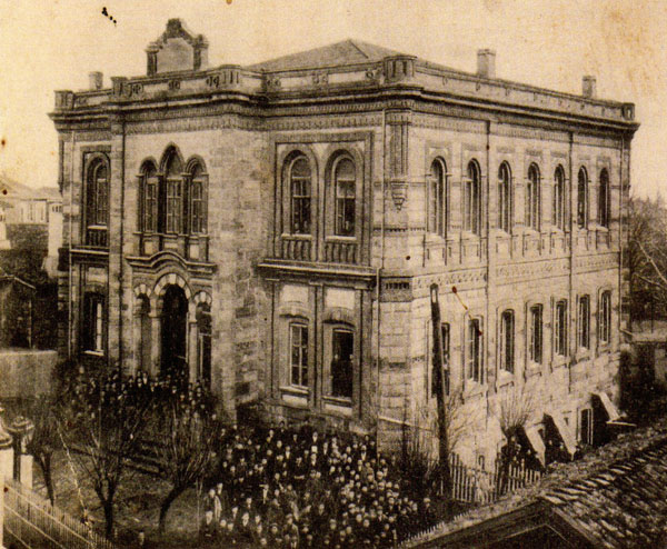Edirne Greek School. Baronyan, who improved himself rather than being a good student, went to Arşagunyan Elementary School and Gymnasion in Edirne for about a year in 1857.