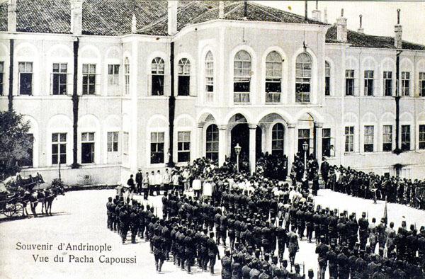 Paşa Kapısı binası. 14 Ekim 1915 gecesi baskına uğrayan ilk 100 Ermeni, sorgulanmak üzere  bu hükümet binasına getirilecekler ve mallarına el konulacaktır. (Ağasyan, 1935)