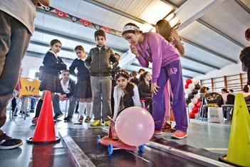 Fen dersi bahane 'balon araba yarışması' şahane