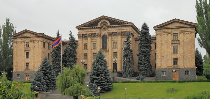 Ermenistan'da gözler Türkiye'de