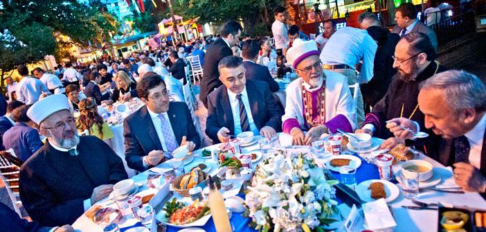 Beşiktaş'taki iftarda ruhanilerden 'barış' mesajı