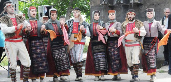 Ermenistan'da topsuz tüfeksiz Van anması