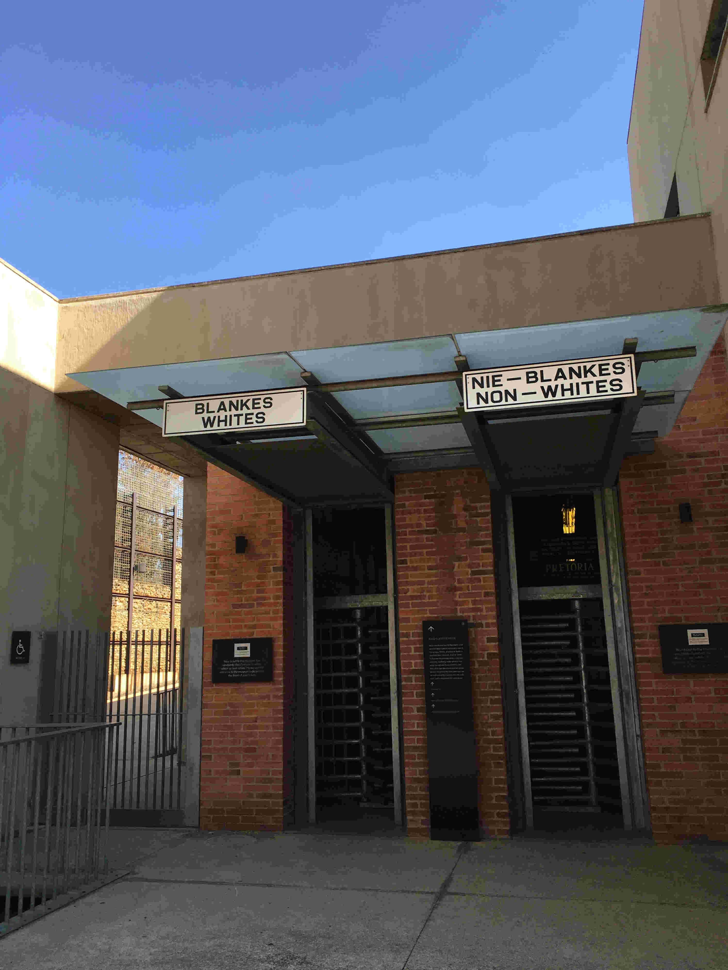 Apartheid Müzesi giriş kapısı