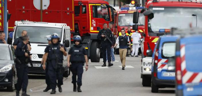 Fransa'da rehine krizi: Papaz öldürüldü