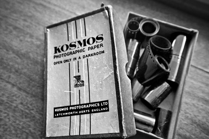 Kodak, babamın ikinci fotoğraf makinesiydi. Ben doğmadan önce, kare şeklinde eski bir portatif fotoğraf makinesi olduğunu söylemişti ama o makineyi hiç görmedim.