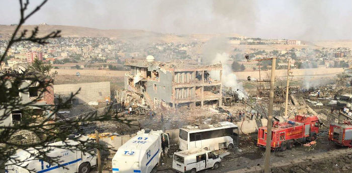 Bombing attack to Cizre police building